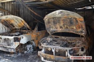 В Николаеве ночью сожгли автомобили бывшего начальника областного УБОПА Лупащенко