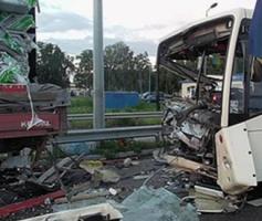 На Николаевщине грузовик врезался в здание - водитель погиб на месте