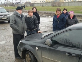 В Одессе возмущенные бездействием коммунальщиков жители перекрыли дорогу