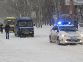Нацгвардейцы помогают аварийщикам ликвидировать последствия снежной стихии