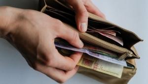 За год доход украинцев сократился на 22,2%
