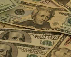 Отток валюты из Украины вырос в 2,8 раза