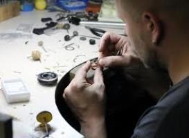 Житель Терновки решил отремонтировать свой мопед за счет тещиных украшений
