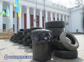 Под одесской мэрией активисты требуют отставки Труханова