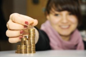 Правительство поднимет размер пенсии и соцпомощи некоторым категориям населения