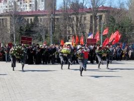 В Одессе возложили цветы к стеле «Крылья победы»