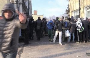 Николаевские «титушки» участвовали в вооруженном штурме житомирской кондитерской фабрики
