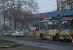 В Херсоне авто с пьяным водителем за рулем столкнулось с троллейбусом