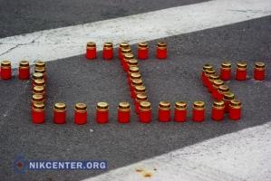Херсонские волонтеры зажгли в центре города свечи по случаю 71-й годовщины депортации крымских татар (ФОТОРЕПОРТАЖ)