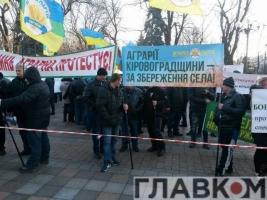 Под ВР проходит акция протеста аграриев против отмены спецрежима НДС