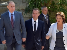 Путин и Медведев посетили оккупированный Крым
