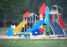 Справедливость наоборот: иностранка отремонтировала детскую площадку в Кульбакино, а попиарились на этом николаевские нардепы