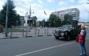 Под Мукачево стягивают бронетехнику без опознавательных знаков - блогеры