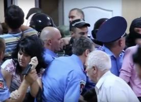 Одесские активисты устроили драку в зале суда