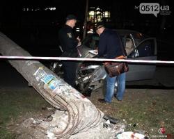 В Николаеве после ДТП рухнул еще один столб, поддерживающий троллейбусную линию