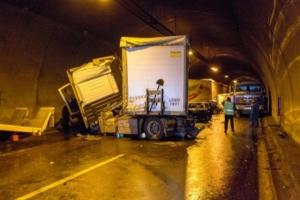 В Болгарии в аварию попали более 50 автомобилей, три человека погибли