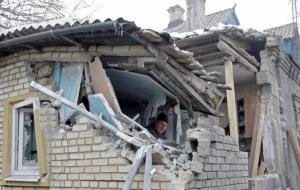 В Дебальцево продолжаются обстрелы домов, жители покидают город