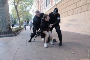 Число задержанных нападавших на