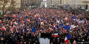 В Польше протестуют против усиления контроля СМИ