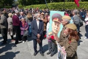 В Киеве на площадь Славы принесли портрет Сталина