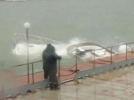 Из-за шторма в Одессе затонула яхта