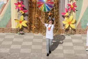 В Николаеве в детском городке поздравили детей-переселенцев с предстоящим Днем знаний