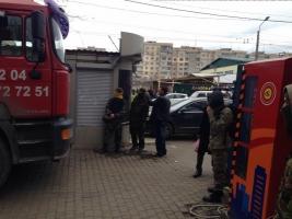 Одесские активисты снесли незаконный МАФ, невзирая на протест милиции