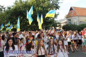 В Николаеве в День независимости развернули Государственный флаг Украины и провели мегамарш вышиванок (ФОТО, ВИДЕО)