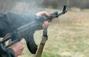 В Херсонской области неизвестные расстреляли из автоматов машину сотрудника ГСЧС