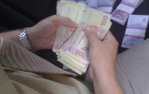 В Одесской области уволили налоговика, получившего взятку за контрабанду тапочек