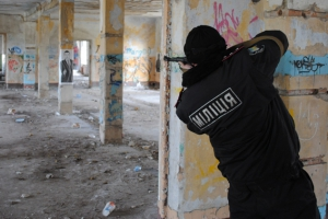Баштанские ГСО-шники постреляли в Николаеве пластиковыми пульками. Вроде как потренировались