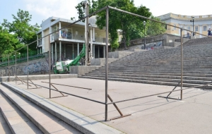 Главную лестницу Одессы ограждают забором