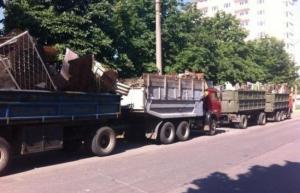 Херсонцы восстали против разбивающих дороги и нарушающих покой большегрузных автомобилей
