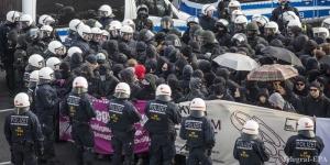 В Германии акция протеста перешла в драку, арестованы 400 человек