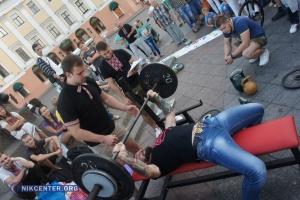 В центре Одессы устроили «Жим» ради солдат