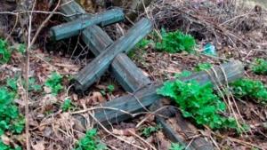 В Одесской области вандалы разрушили более 150 памятников на сельском кладбище