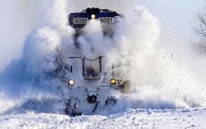 Из-за снегопада в Херсонской области сошел с рельсов поезд
