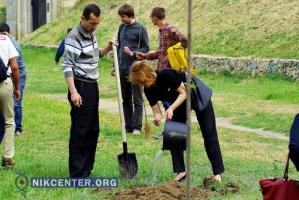 В Херсоне высадили деревья в память о депортации крымских татар (ФОТОРЕПОРТАЖ)