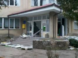 На Ивано-Франковщине грабители взорвали вход в местную поликлинику