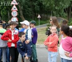 В резиденции беглого Януковича открыли детский лагерь