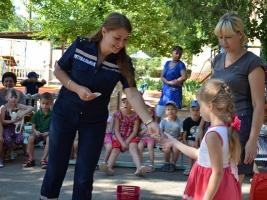 Спасатели развлекали воспитанников николаевского детского сада
