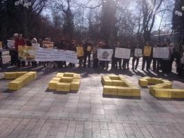 Херсонцы под парламентом требуют прекратить уничтожение ОСМД