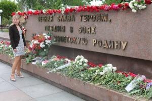 Патрульный вертолёт, милицейский автозак, скорые, люди с битами и топорами - Николаев отметил 9 Мая