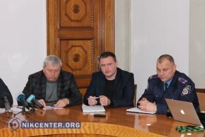 Движение транспорта в Николаеве в снегопад регулировало лишь 5 нарядов милиции