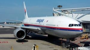 Боевики Донецкой народной республики передали бортовые самописцы сбитого Боинга представителям Малайзии